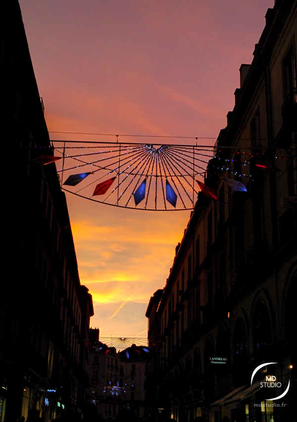 décoration de Noël, orange du ciel | rue d'Orléans à Nantes | MDstudio