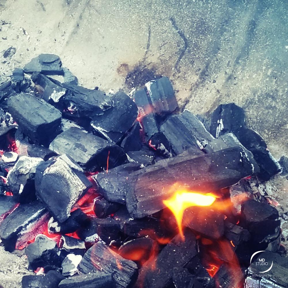 flamme et charbon, vasque de métal | MDstudio