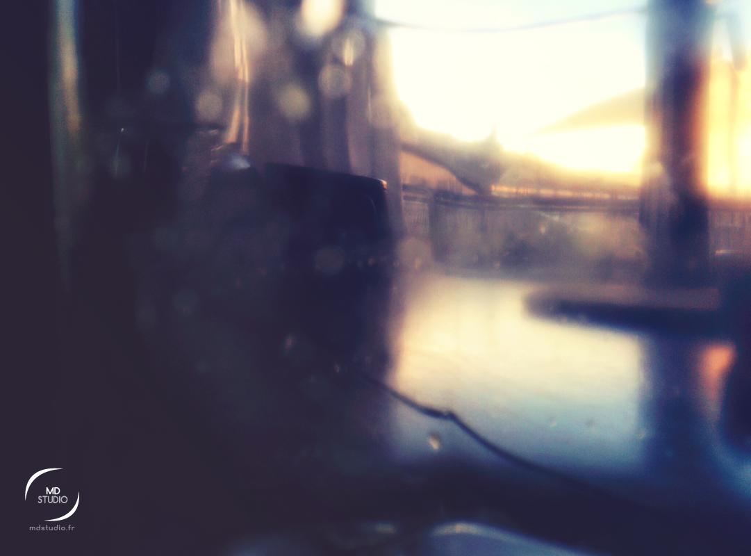 Vue de lumière depuis un verre | expérimentation photo | MDstudio