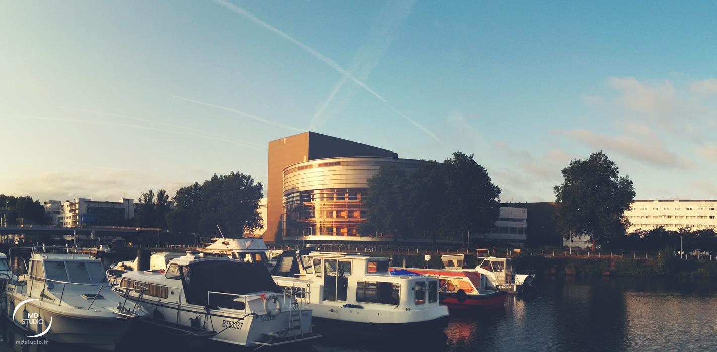 Cité des Congrès & bateaux sur le canal | un matin à Nantes | MDstudio
