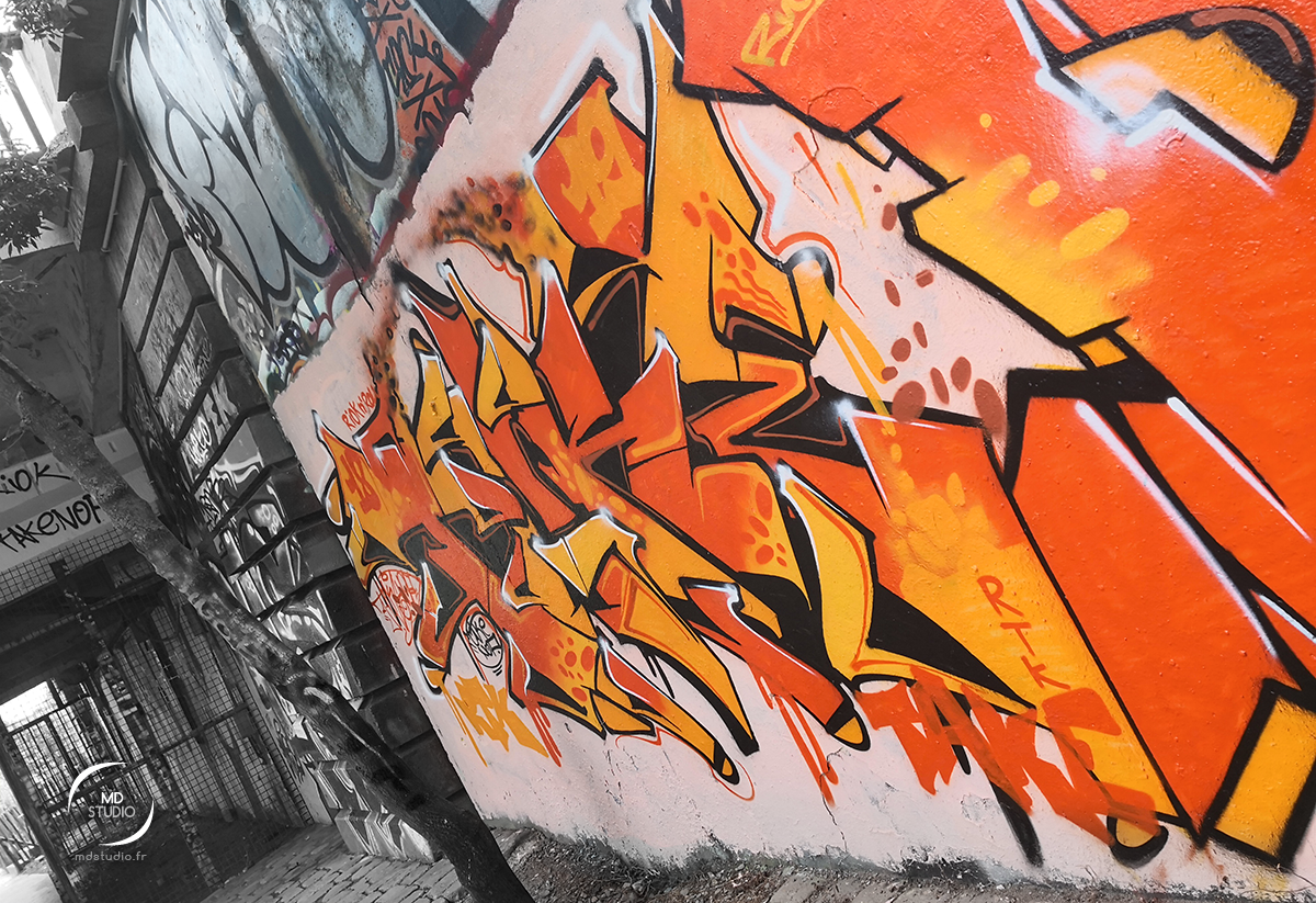 Graff orange sur grise fange | photo MDstudio