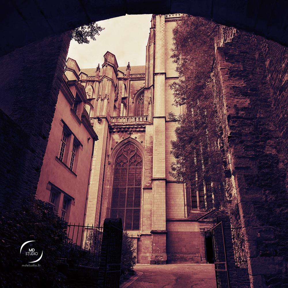 Cathédrale de Nantes vue depuis une porte en arche | photo MDstudio