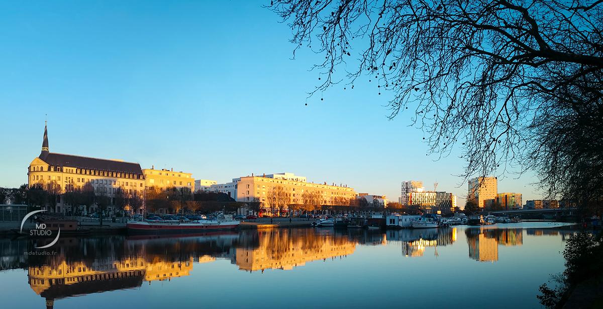 Canal Saint Félix en fin d'après-midi, bleu automnal et golden hours | photo MDstudio
