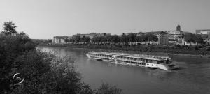 péniche sur la Loire à Nantes   photo MDstudio