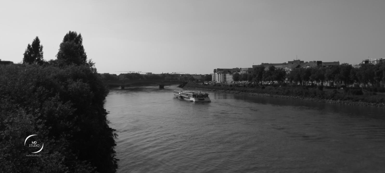 péniche sur la Loire à Nantes | photo MDstudio